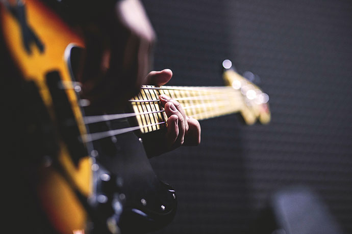Bass gitara by freestocks.org